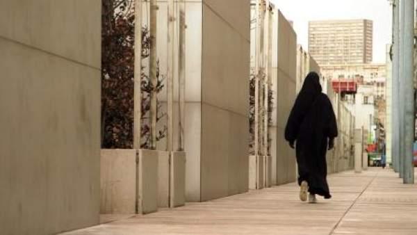La radicalisation : un film les revenantes, un aumônier féminin musulman, et des causes multiples…comment agir dans tous les milieux ?