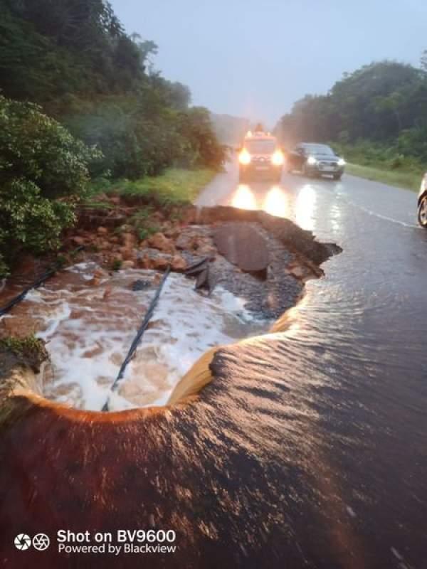 Effondrement d'une partie de la route Nationale 1 en Guyane : Sébastien Lecornu et Jean-Baptiste Djebbari suivent la mobilisation des services de l'Etat engagés pour rétablir la circulation dans les plus brefs délais